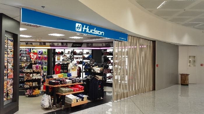Protector sliding folding shutter FoldingPack®. Closing for Airport commercial areas – 2016