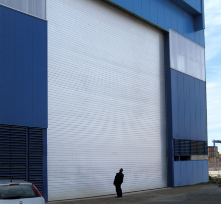 Roller shutters with high resistance against wind pressure